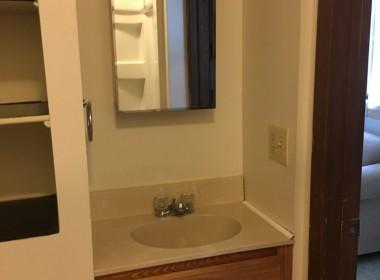 128-3-tompkins-bathroom