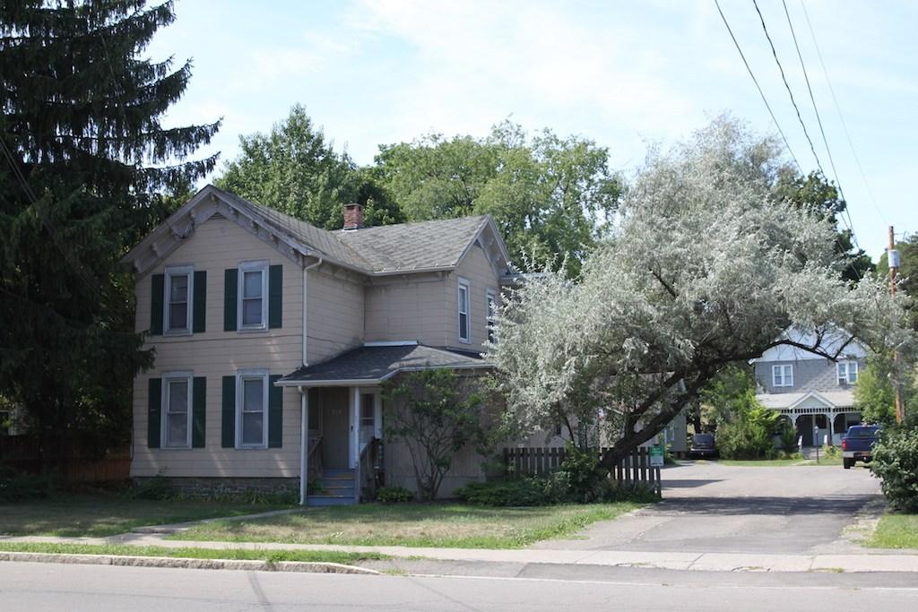 128-1 Tompkins St. student apartment rentals near SUNY Cortland