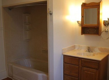 13-stevenson-bathroom