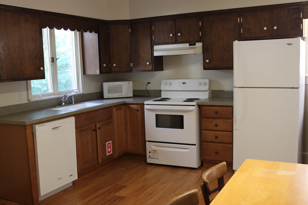 Student Apartment Rentals in Cortland 20 Stevenson St Kitchen