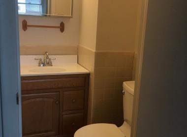 62B-groton-ave-bathroom