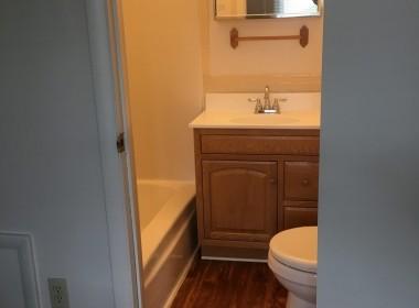 62B-groton-ave-bathroom2