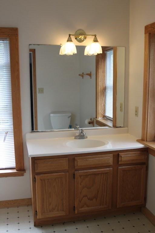73-1_2-tompkins-bathroom