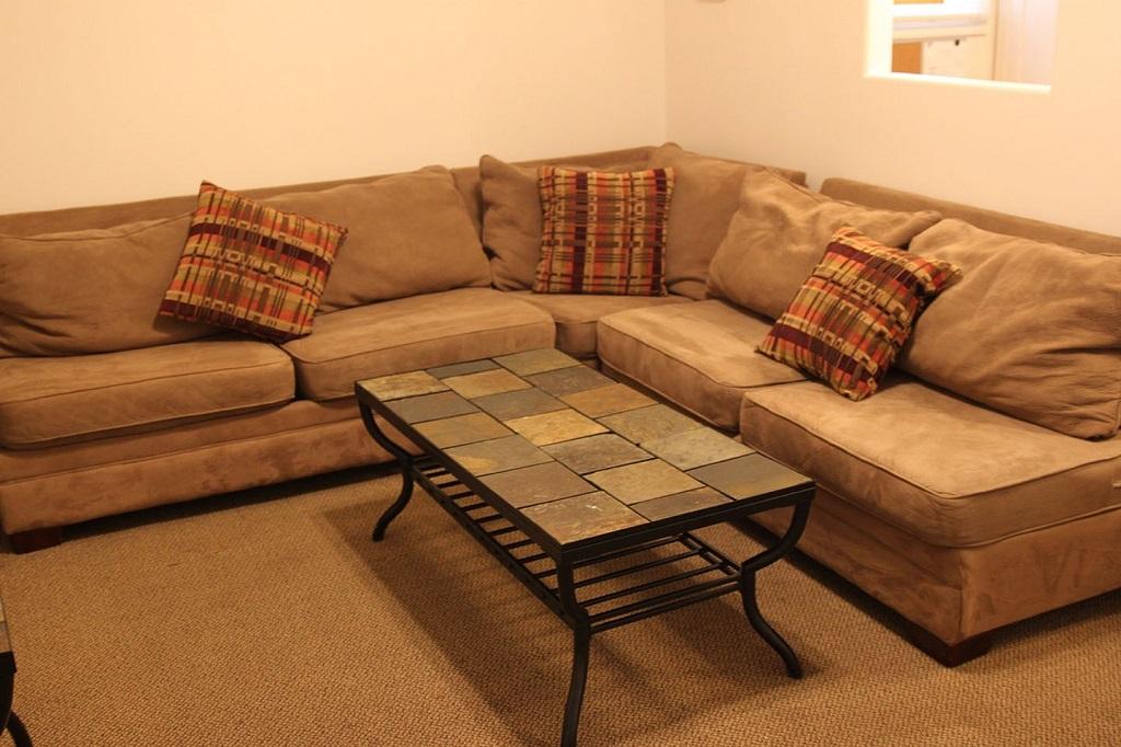 73-1_2-tompkins-living-room-2
