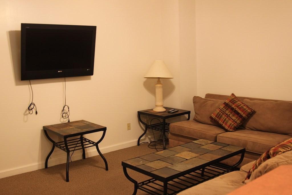 73-1_2-tompkins-living-room