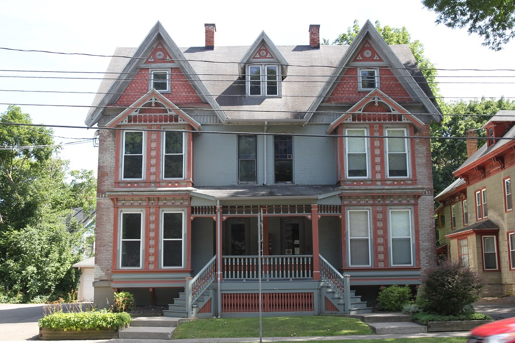 81AB Tompkins St. student apartment rentals near SUNY Cortland